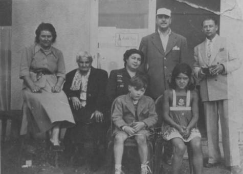 おそらく1950年。Négros、Naguine、Django、Babikと友人たち。