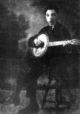 Djangoと彼のギターバンジョー。おそらく1923年頃。