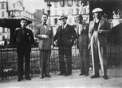 1934年、クインテットとしては最古の写真の一つで、La Place Pigalleでの模様。Roger Chaput、Stéphane Grappelli、Louis Vola、Joseph Reinhardt、Django Reinhardt。
